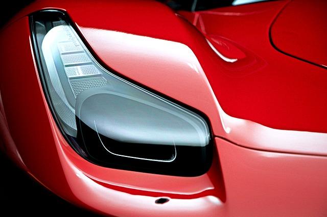 červené auto, přední světlo