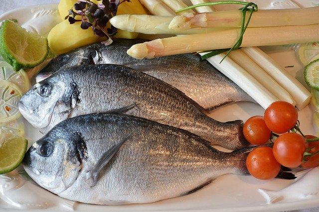 ryby tři vypadají syrové