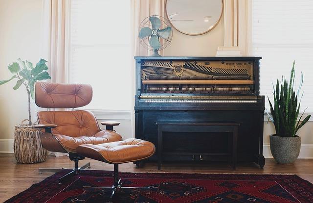klavíc a křeslo